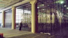 Пластикові завіси ПВХ: ідеальне вирішення «дверей» для промислових приміщень