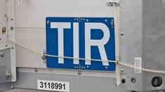 Що означає напис TIR на вантажівках і чому такі машини не перевіряють на митниці