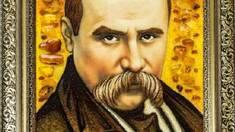 Портреты знаменитостей из янтаря (фото)