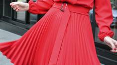 Почему стоит иметь в шкафу платье плиссе
