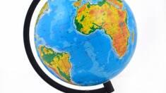 Новинка в ассортименте - физико-географический глобус по доступной цене.
