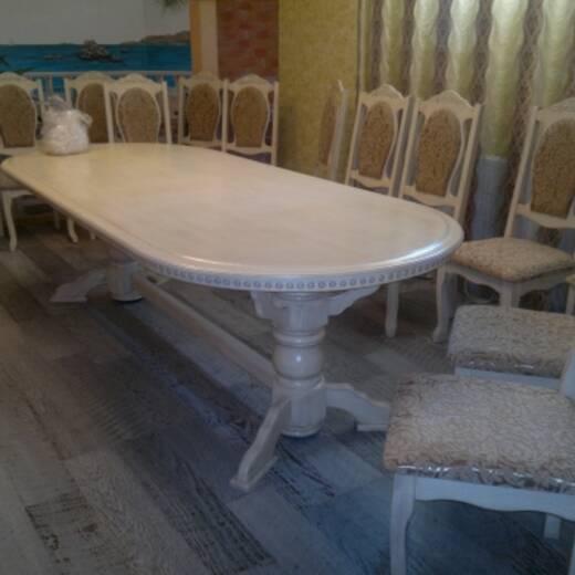 Продаємо великі обідні столи з натурального дерева!
