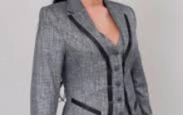 Жіночий класичний костюм - потужна зброя на ділових переговорах ... 4ec699b2db6c7