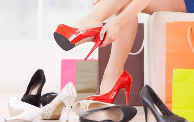 524fad3c38c460 На сьогодні вибір жіночого взуття надзвичайно різноманітний: форми,  кольори, матеріали - на будь-який смак. Однак, обираючи взуття, особливо  дороге, ...