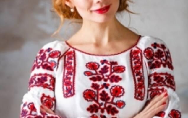 Еще с древних времен украинский народ видел в вышитой одежде определенное  сакральное значение. Люди верили fe34787e83fe9