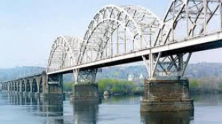 Дарницький міст сьогодні відкриють і для автотранспорту