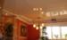 Глянцеві натяжні стелі: особливості та переваги