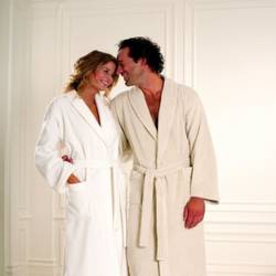 Комфортна домашня мода: як вибрати халати оптом дешево