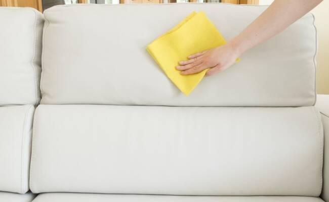 Догляд за м'якими меблями