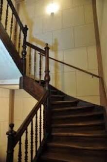 Чем особая лестничная площадка в вашем доме?