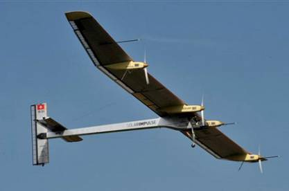 Літак на сонячних батареях здійснив політ зі Швейцарії в Іспанію