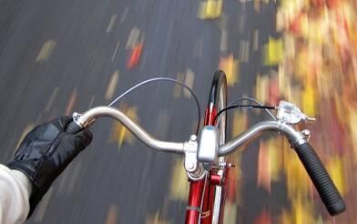 Світ пересідає на електровелосипеди