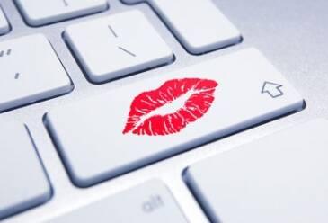 Украинцы покупают товары для взрослых в интернете