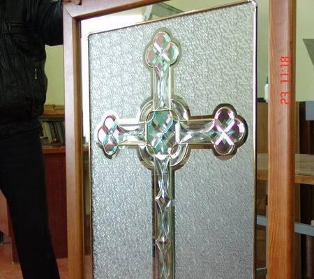 Тепер компанія «ЛАД» займається виготовленням вітражів на дверях церковних храмів