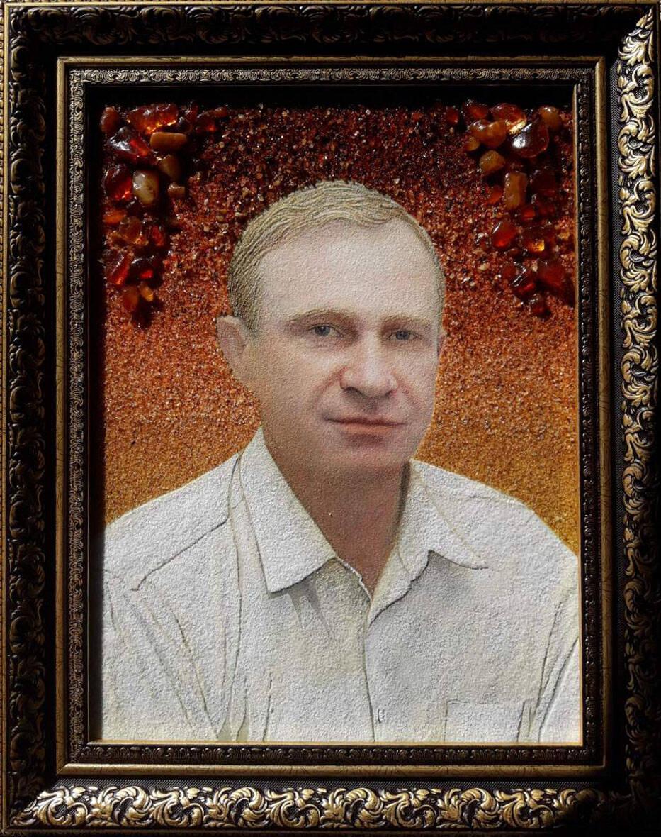 Чоловічий портрет із бурштину Україна (фото)