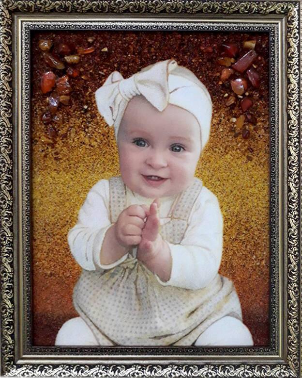 Дитячий портрет із бурштину (фото)
