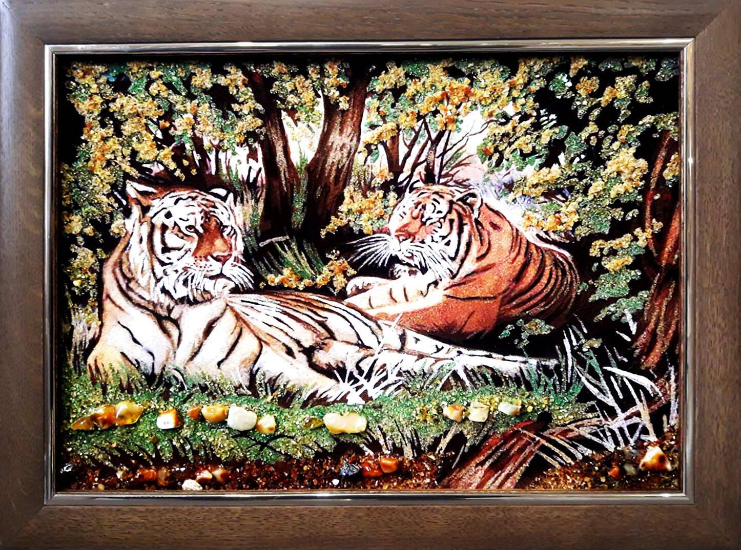 Панно из янтаря Тигры (фото)