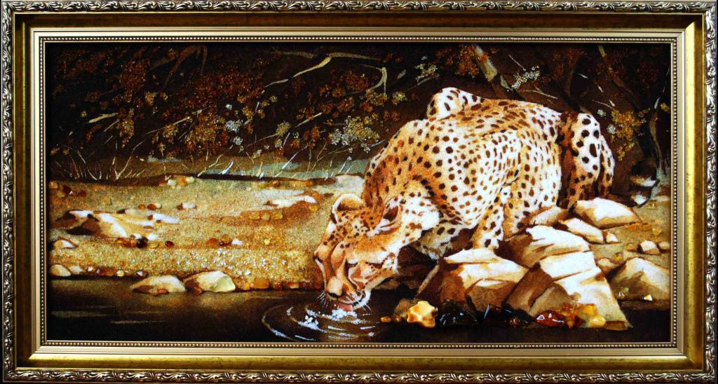 Картина из янтаря (Леопард у воды)