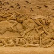 Необычные скульпутуры из песка Украина