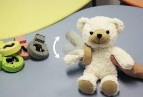 Винайдено браслет, що оживляє будь-яку м'яку іграшку