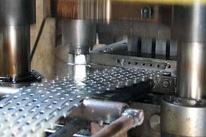 Усовершенствованный штамп для колючей проволоки