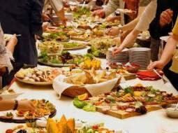 Санаторий  Конча Заспа накрывает для всех «шведский стол»