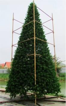 В продаже появились высотные искусственные елки!