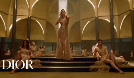 Parfums Christian Dior посвятил промо-ролик J'Adore Eau de Parfum Infinissime.