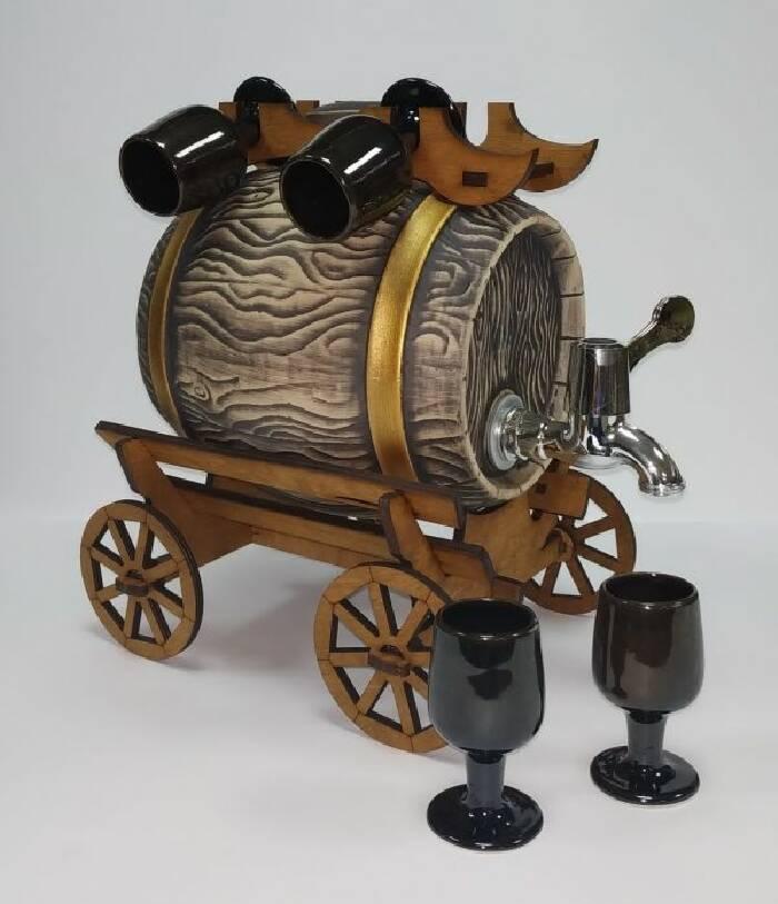 Бочка керамическая с краном с бокалами (фото)