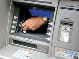 Сотрудник банка похитил 700 тысяч из банкомата.